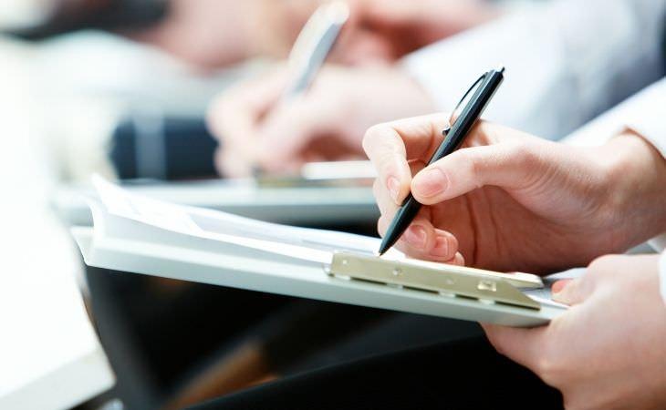 טיפים לשינון ולמידה: יד כותבת בזמן הרצאה