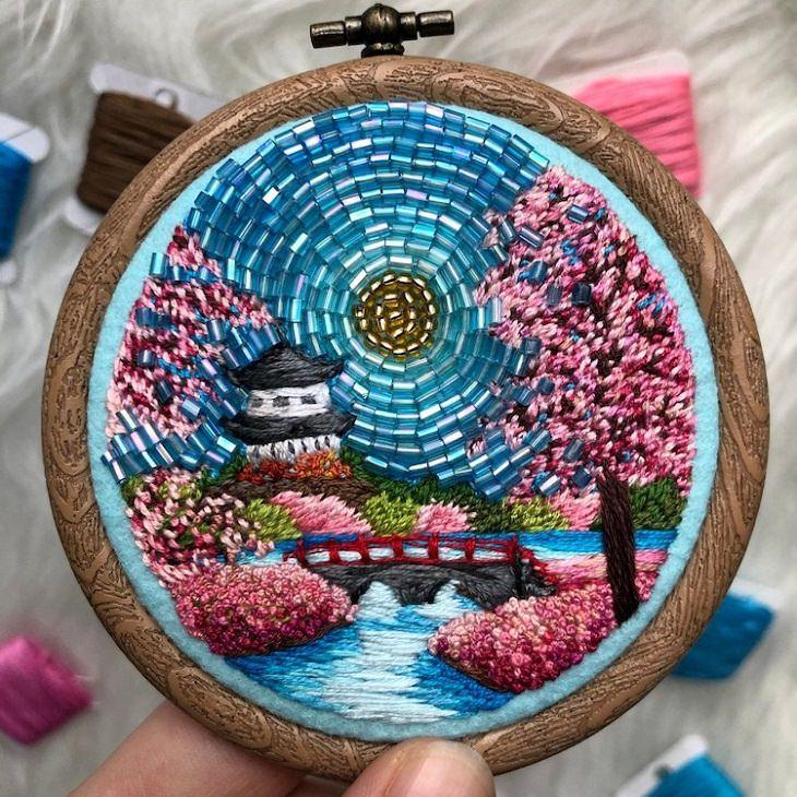 יצירות רקמה וחרוזים: מקדש ביפן ולידו נהר ועצי דובדבן