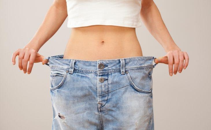תרופה חדשה להרזיה: אישה עם ג'ינס במידה שגדולה עליה
