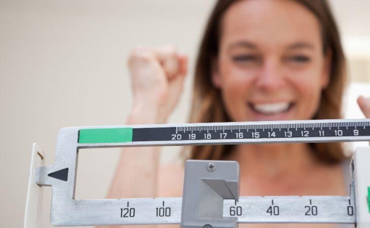 תרופה חדשה להרזיה: אישה שמחה מול משקל