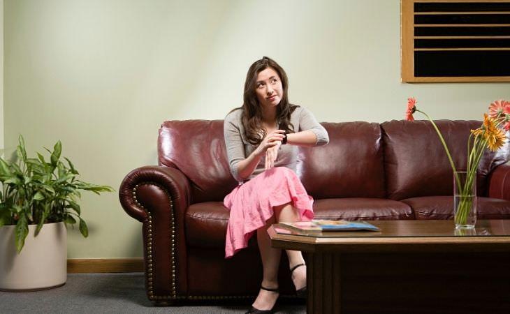 מחלת מהירות: אישה מחכה