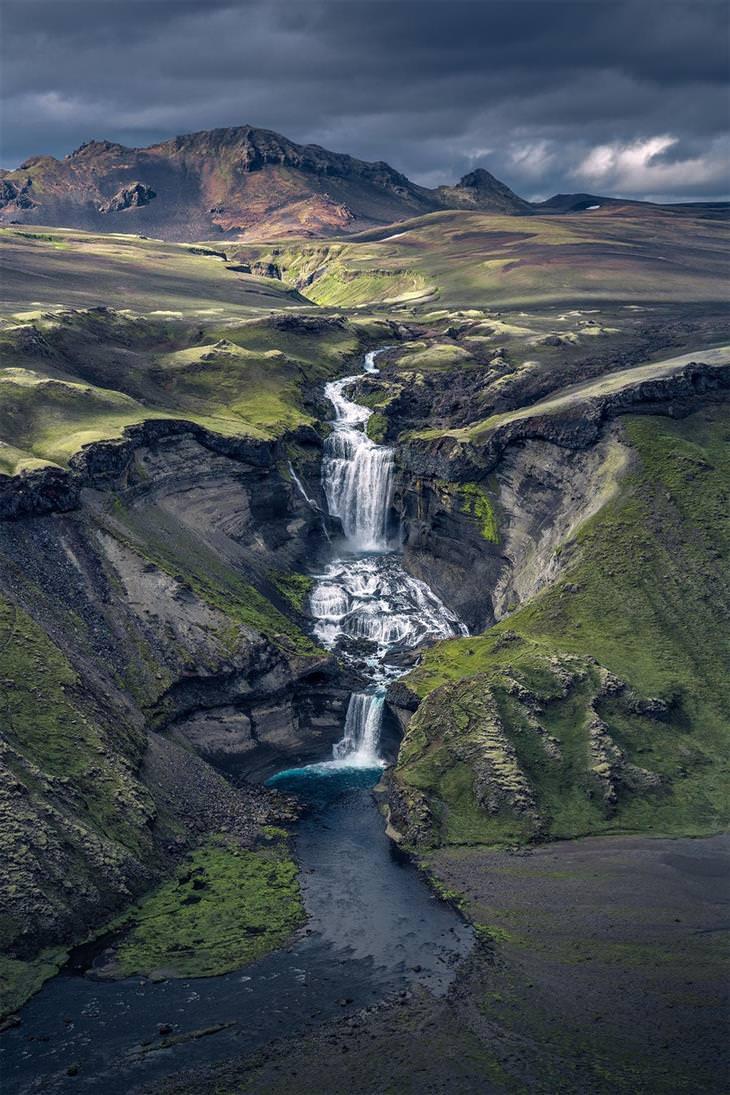 מקומות מדהימים ברחבי העולם: מפל מים כפול באיסלנד
