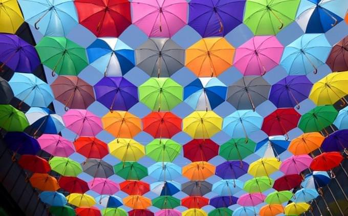 מבחן אישיות ושמחת חיים: מטריות צבעוניות