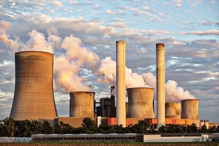 מחקר על זיהום אוויר: עשן נפלט מארובות של מפעל