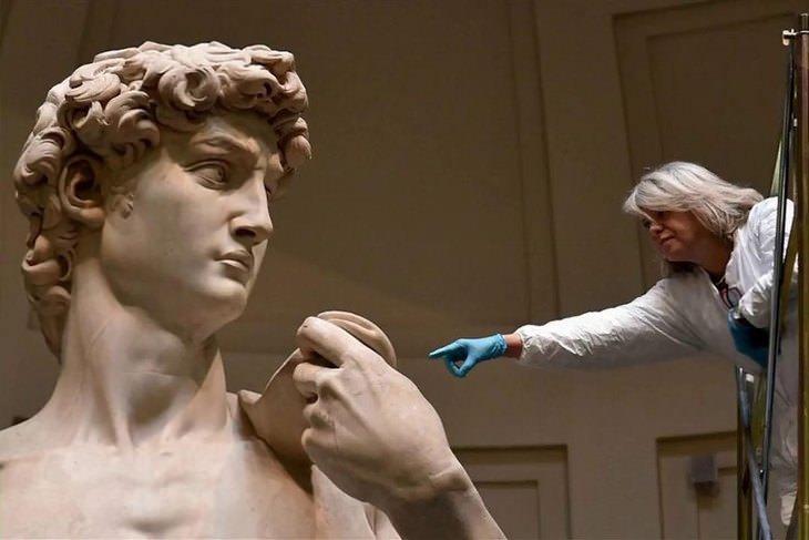 גודל של דברים בהשוואה לגודל של אדם: פסל דוד