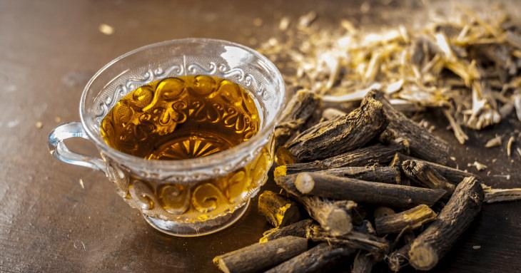 הסכנות בשתיית יותר מדי תה: תה ליקוריץ