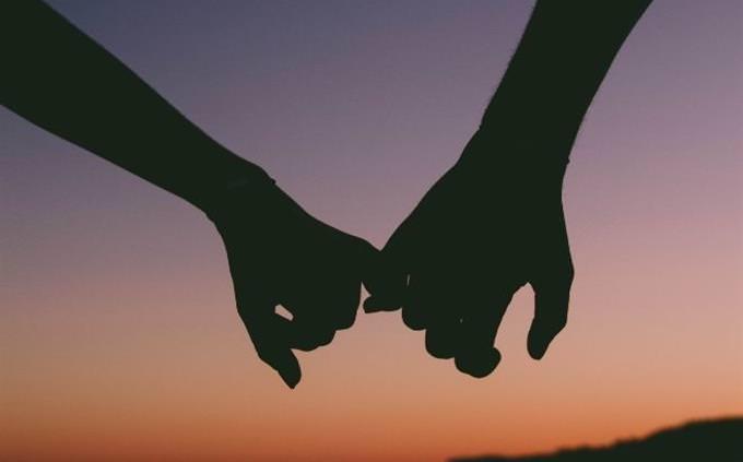 מבחן אישיות: החזקת ידיים