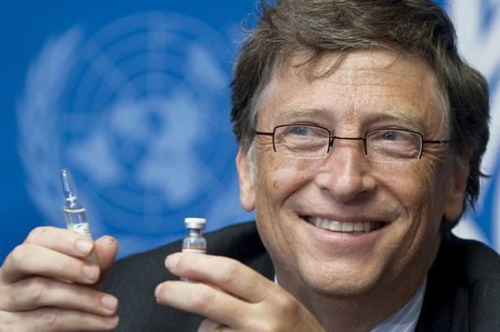 ביל גייטס מדבר על עתיד הקורונה והעולם: ביל גייטס מחזיק חיסונים