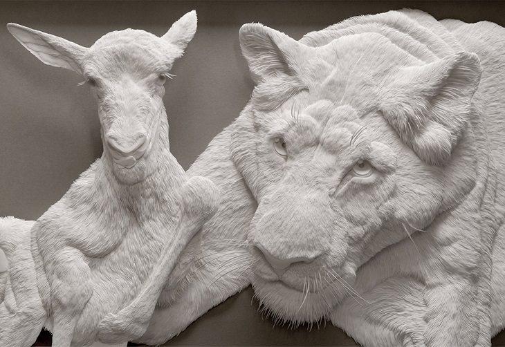פסלי נייר של חיות: נמר וכבש מחובקים