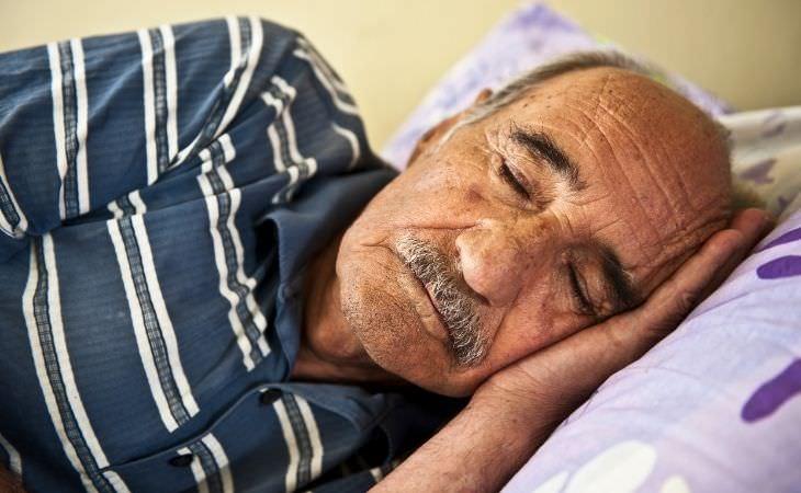 בדיחה על איש שרצה שקט: איש קשיש ישן