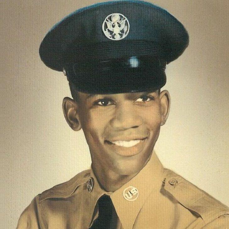מפורסמים בצעירותם: מורגן פרימן כחייל בחיל האוויר האמריקני, מתישהו בין השנים 1955-1959