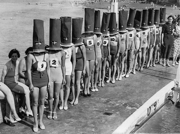 """תמונות היסטוריות מרתקות: תחרות """"הרגליים הטובות ביותר"""" בקליפטונוויל, אנגליה. 1936."""