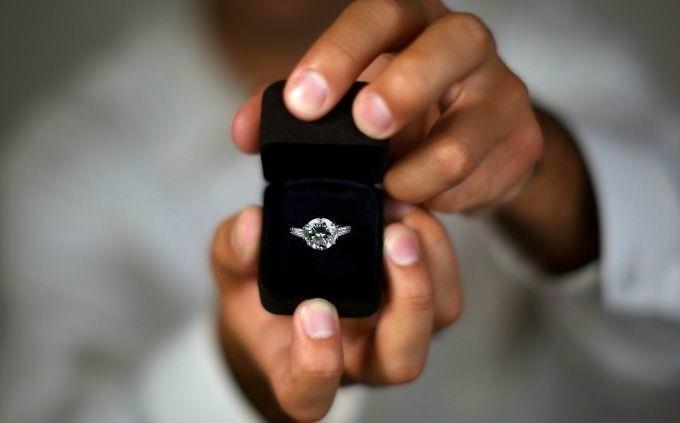 מה האימוג'י שתבחר אומר עליך: הצעת נישואים