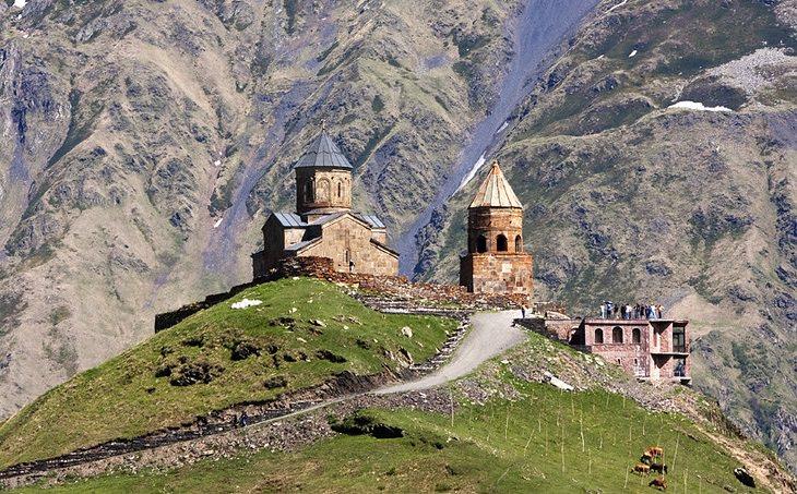 כפרים ועיירות בגאורגיה: כנסיה השילוש הקדוש בסטפנצמינדה