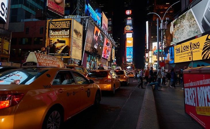 בדיחה: מוניות בניו יורק בלילה