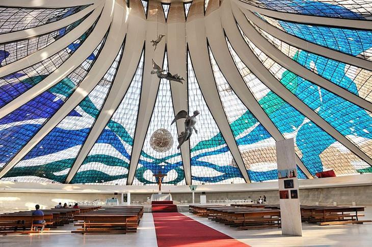 תקרות וחלונות זכוכית יפים: קתדרלת ברזיליה - ברזיל
