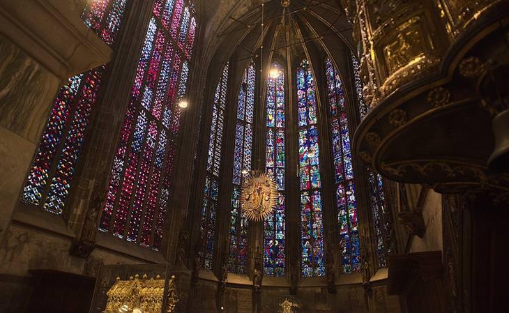 תקרות וחלונות זכוכית יפים: הקתדרלה של אאכן - גרמניה