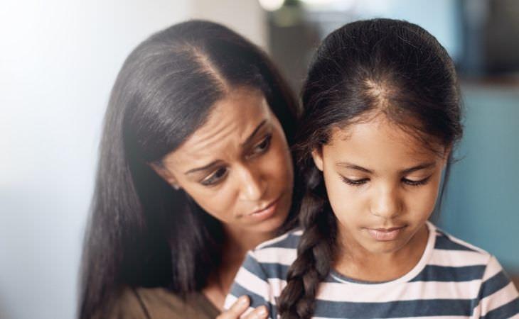 טעויות של הורים: אימא מאחורי בתה