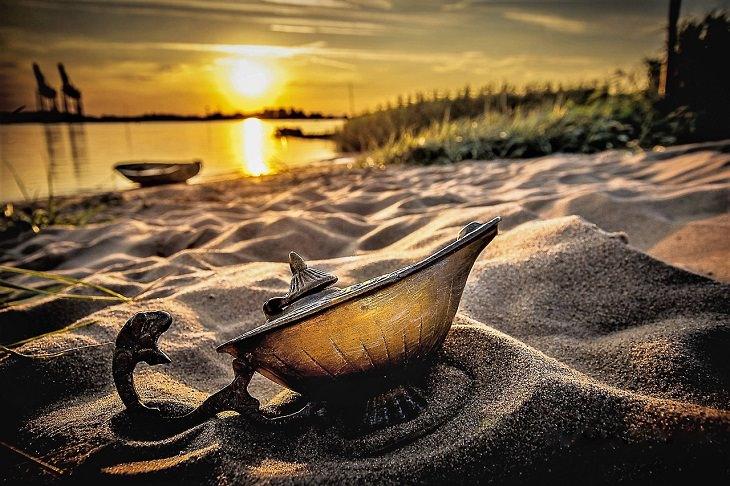 בדיחה על איש וג'ני: מנורת קסמים בחול
