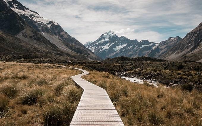 מה הסוד שלך: שביל בחיק הטבע וברקע הרים