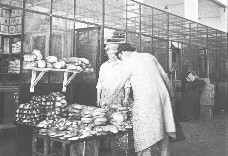 תמונות נוסטלגיות של תל אביב: דוכן לממכר לחם