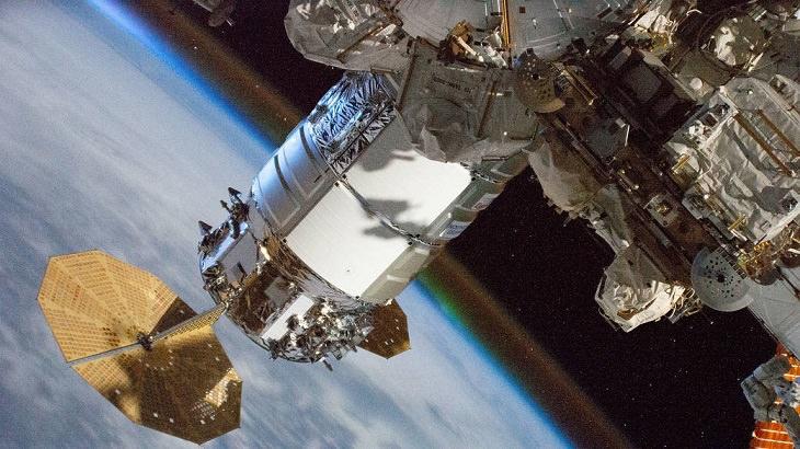 """תמונות של נאס""""א: חללית אספקה מחוברת לתחנת חלל"""