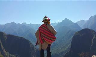אוסף כתבות בנושא ביטחון, הערכה ואהבה עצמיים: אדם בלבוש פונצ'ו עומד מול נוף הרים