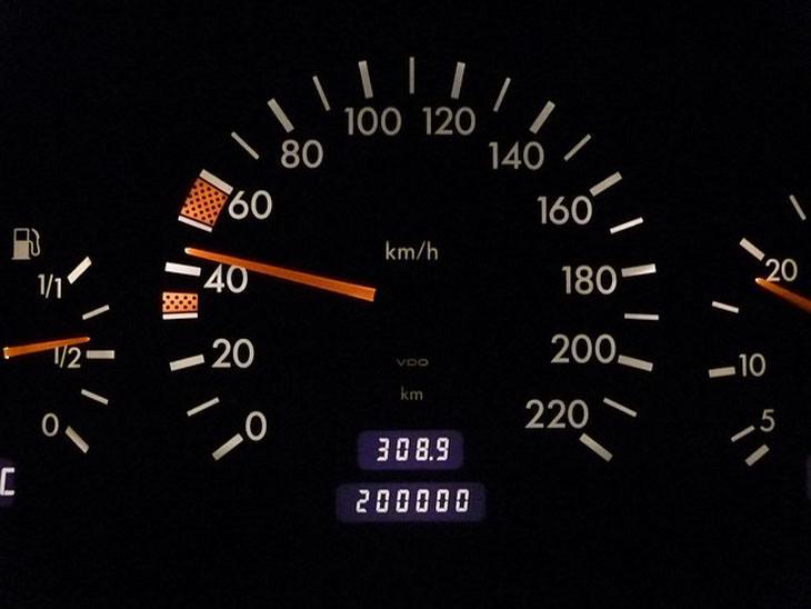 עובדות מעניינות מעולם הרכב: מד קילומטרז' במכונית