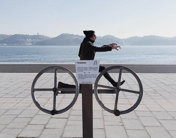 תמונות עם אשליות אופטיות: אשליה אופטית של גבר שרוכב על אופניים