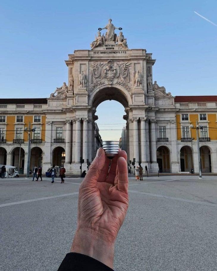 תמונות עם אשליות אופטיות: שער בליסבון שבמרכזו יש אשליה של נורה