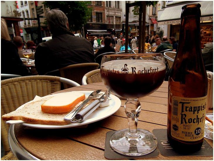 עיירות וכפרים בבלגיה: בירת מרושפור מונחת על שולחן