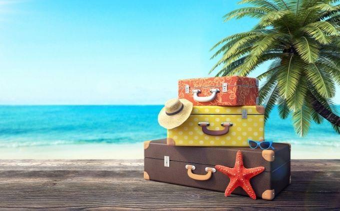 מבחן פילוסופיית חיים ואושר: מזוודות על חוף ים