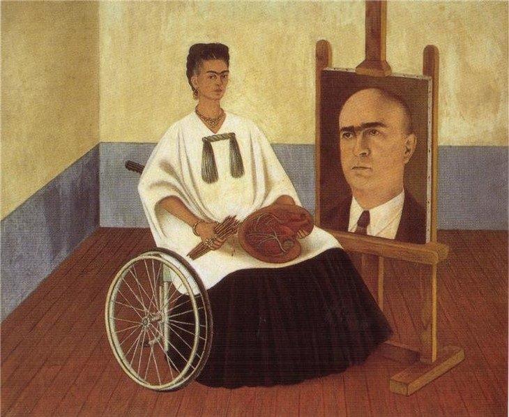 פרידה קאלו: קאלו על כיסא גלגלים כשברקע דיוקן של הרופא שלה