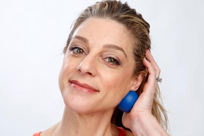 שיטה לעיסוי פנים באמעות כדור: הדגמת ביצוע