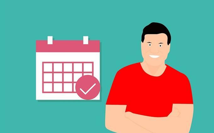חידון אישיות - איזה יצור ים אתה: איור של איש מחייך ליד לוח שנה