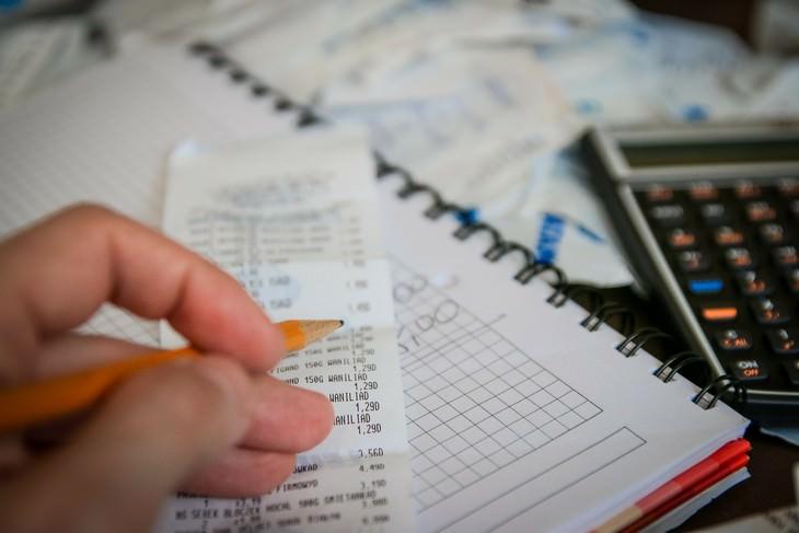 עצות לשיחות קשות עם ילדים: קבלות וחישובים פיננסיים