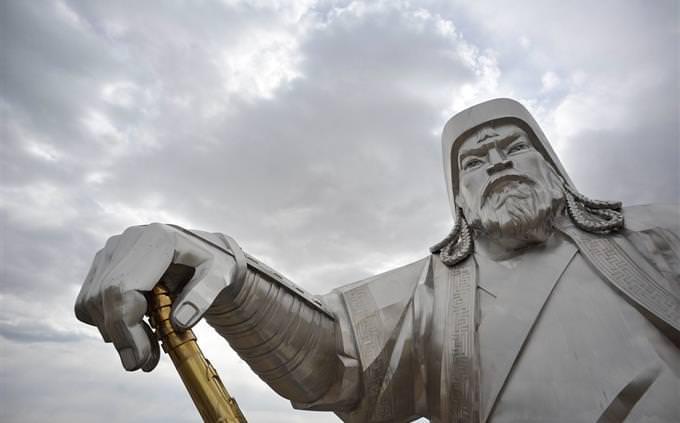 חידון אימפריות: פסל של גי'נגס חאן