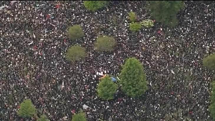 תמונות מבלבלות: אחת ממחאות ג'ורג' פלויד