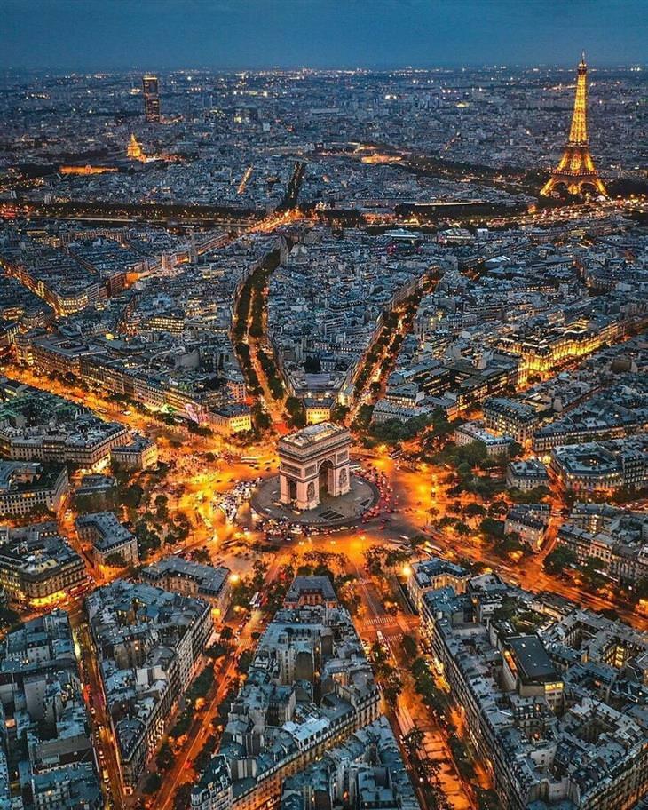 תמונות מדהימות מהעולם: קשת הניצחון ושדרות שאנז אליזה בפריז, צרפת