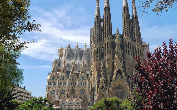 חידון המבנים המפורסמים בעולם: כנסיית סגרדה פמיליה