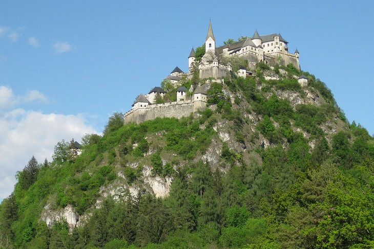 טירות ומצודות באוסטריה: טירת הוכאוסטרוויץ