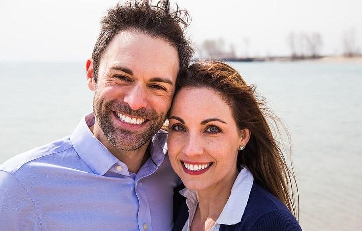 ניקוי דופמין: זוג מחייך