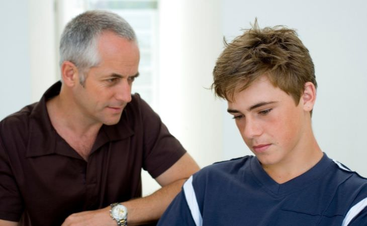 איך לגדל ילדים מוצלחים מבחינה פיננסית: אבא ונער