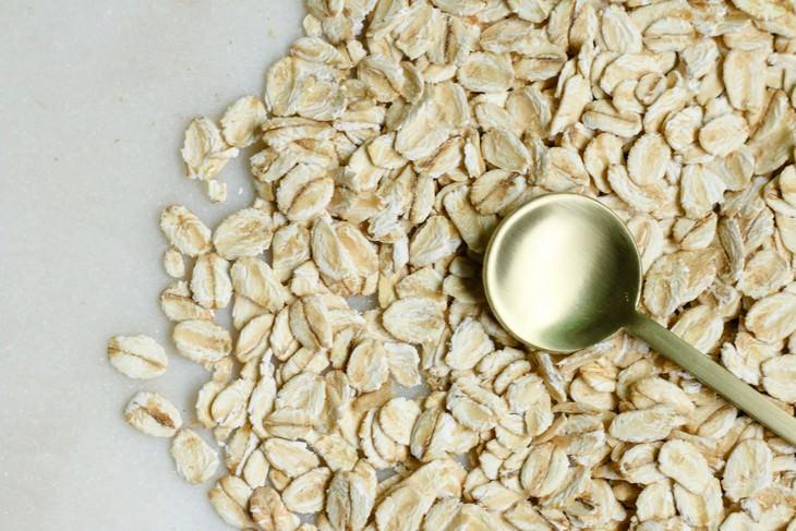 מאכלים שמורידים את רמת הטריגליצרידים: שיבולת שועל וכף מדידה