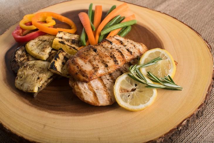 מאכלים עם ויטמין Q: מנת חזה עוף