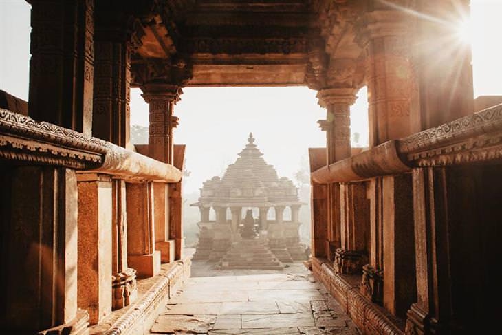 פתגמים ותמונות מהודו: מבנה עתיק בהודו