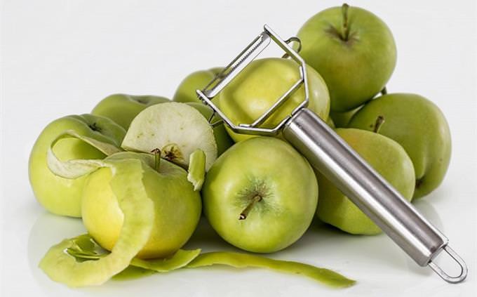 מבחן עברית: תפוחי עץ ואביזר מטבח