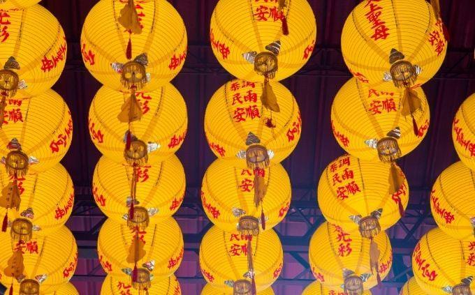 מבחן דתות: מנורות סיניות מסורתיות מנייר