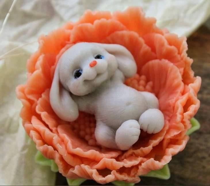 פסלי סבון בצורת חיות: ארנב נח על פרח