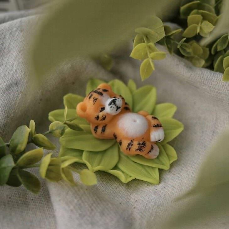 פסלי סבון בצורת חיות: נמר נח על עלים